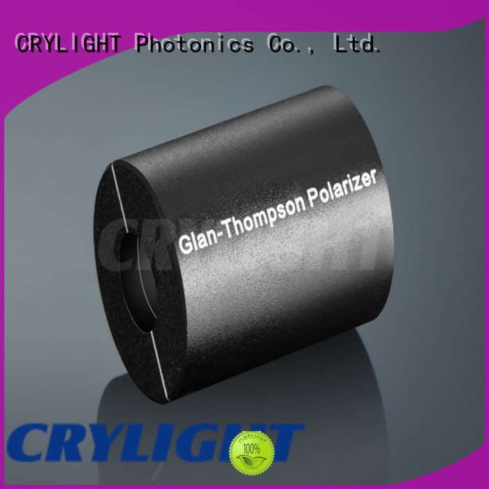 Crylight polarizer personalized for optical instrument